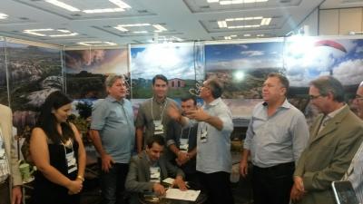 Prefeito assina termo de cooperação para o turismo regional