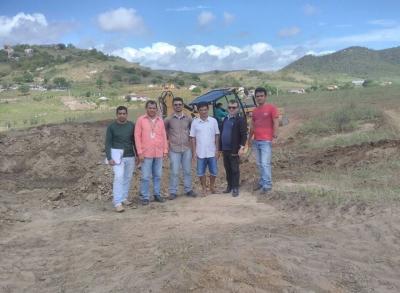 Início da construção e limpeza de barreiros nas comunidades rurais do município