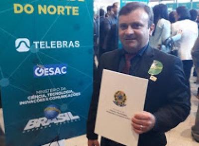 Prefeito Jailton Félix assina termo de Adesão ao Programa Internet para todos