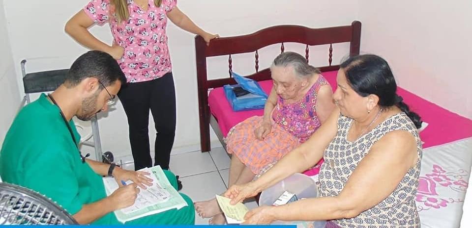 Prefeitura junto com a secretaria de saúde realiza atendimentos domiciliares.